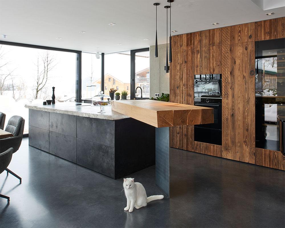 werkhaus küche mit Kücheninsel und Altholztheke