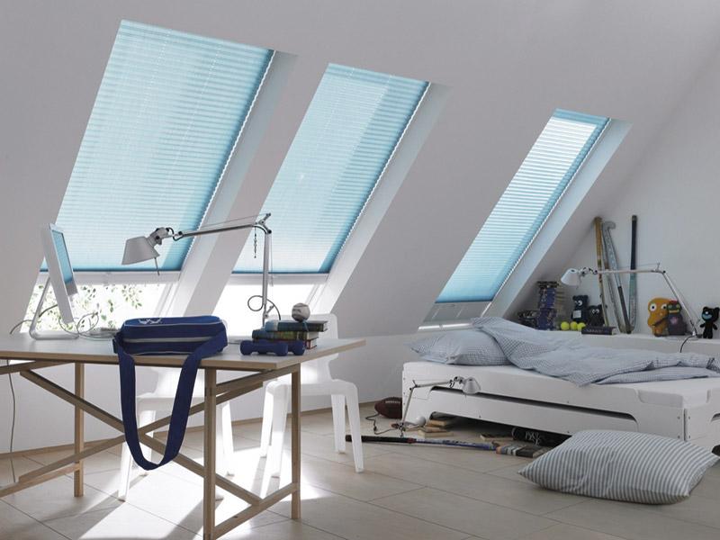 Sonnenschutz im Dachfenster