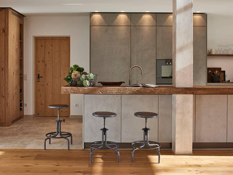 Küchentheke aus Altholz