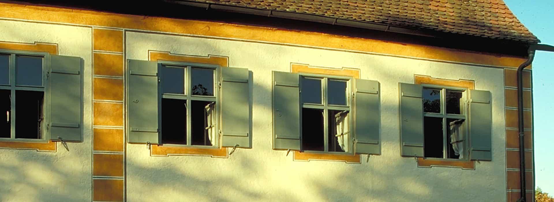 Hausfassade eines alten Schlosses