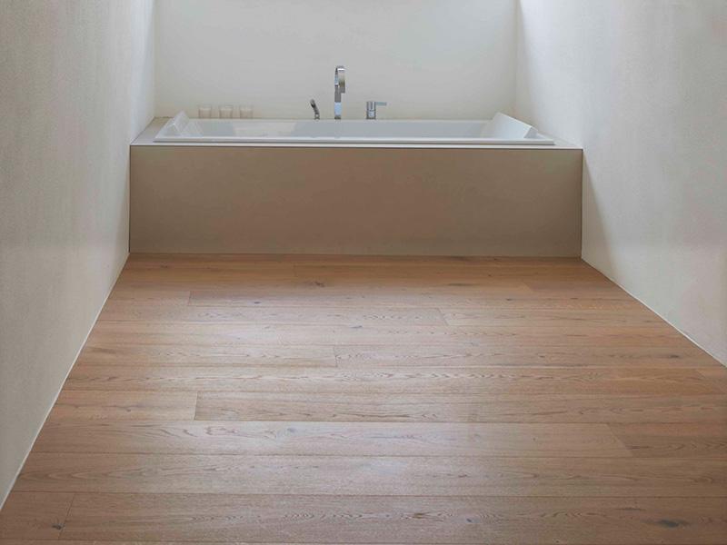 Holzboden im Badezimmer