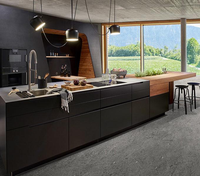 schwarzer Küchenblock