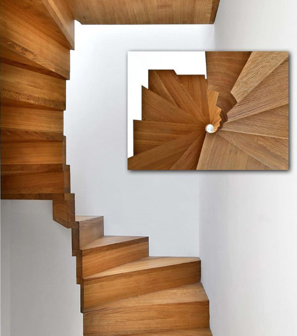 Holztreppe eckig gewendelt