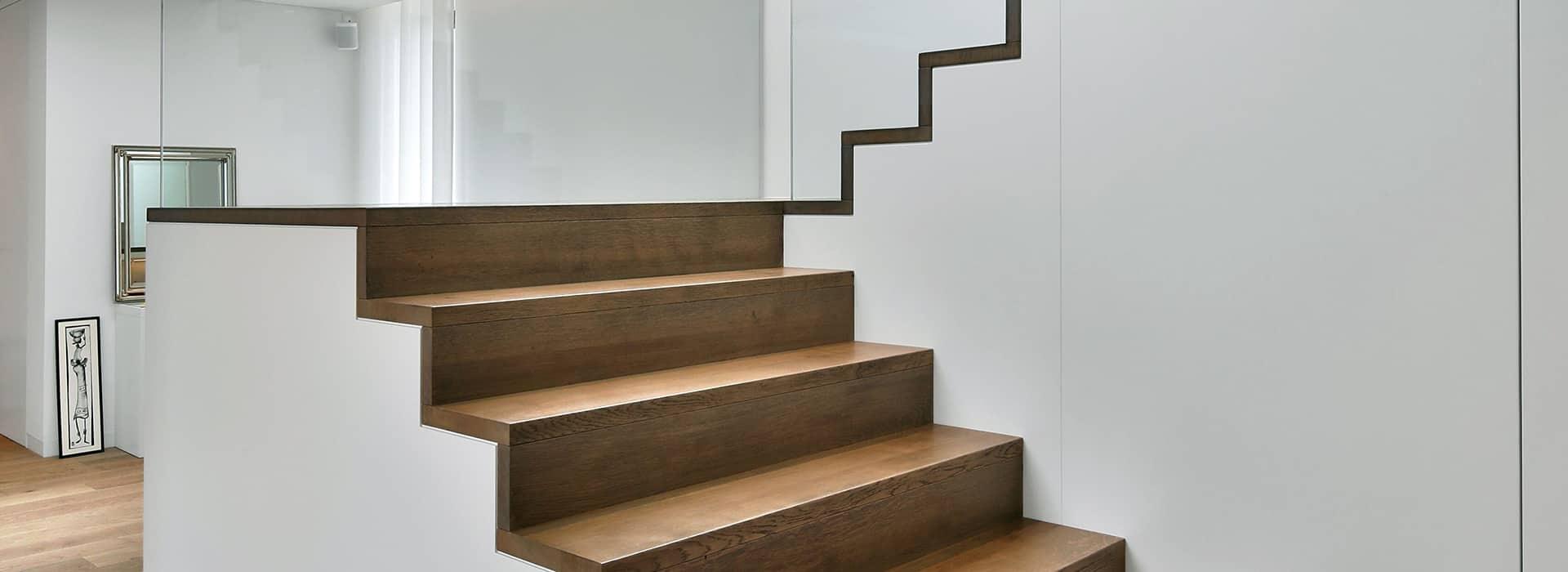 Moderne Treppe ohne Geländer