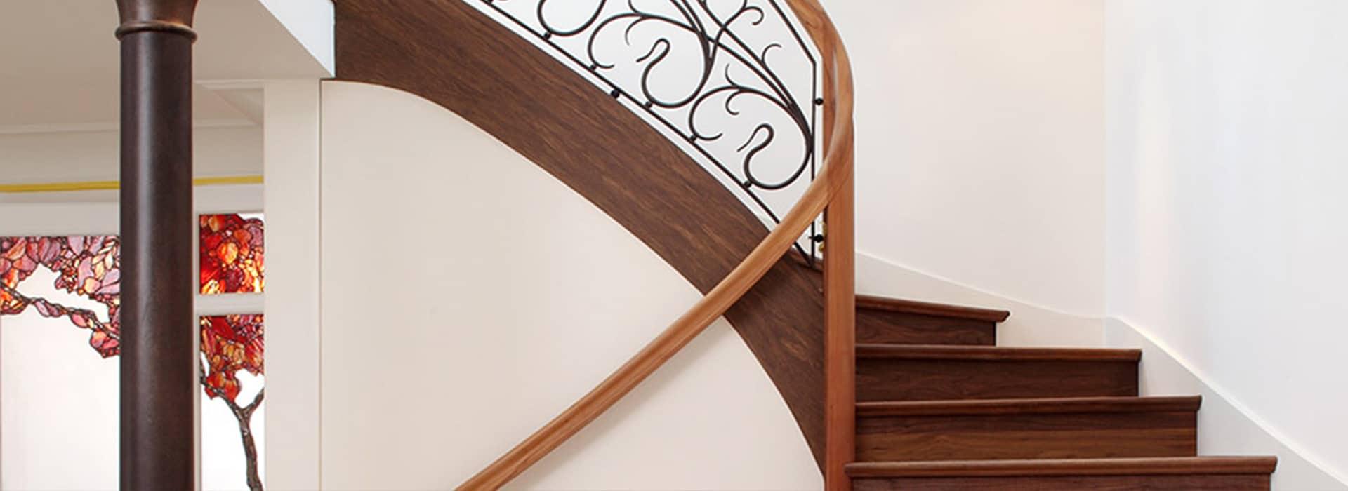 Stiltreppe mit Kunstschmiedegeländer